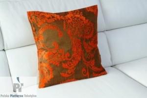 poduszka dekoracyjna na kanapie