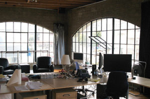 Gustownie wyposażone biuro